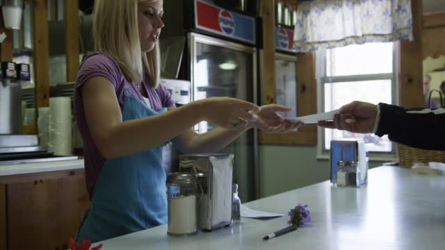 slo mo ms barmaid serving customer / koosharem, utah, usa - servitris bildbanksvideor och videomaterial från bakom kulisserna