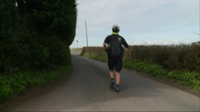 barman kevin carr completes record breaking roundthe worldrun kevin carr running along country lane kevin carr interview sot - record breaking stock videos & royalty-free footage