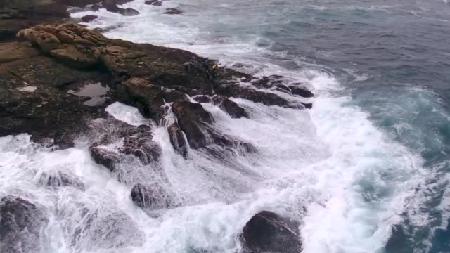 barnacles and waves on the most dangerous coast in spain - seepocke stock-videos und b-roll-filmmaterial