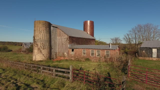barns in rural america - barn stock videos & royalty-free footage