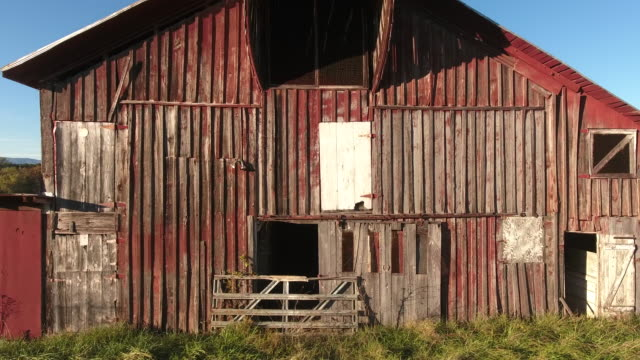 barns in rural america - fence stock videos & royalty-free footage