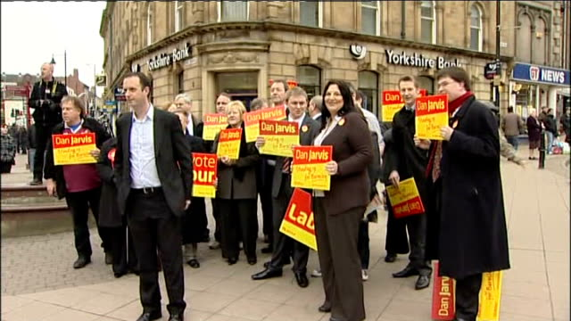 barnsley central by-election: labour victory: liberal democrats in sixth place: ed miliband walkabout and speech; england: yorkshire: barnsley: ext *... - social justice concept 個影片檔及 b 捲影像