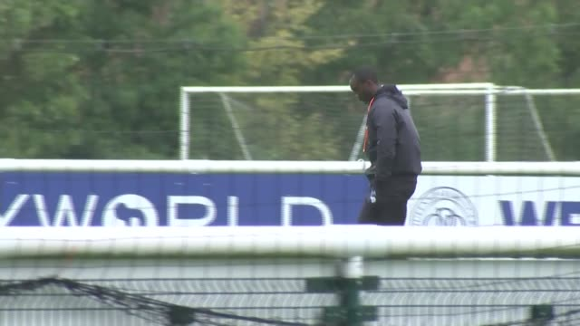 stockvideo's en b-roll-footage met barnsley coach sacked over newspaper corruption allegations; london: harlington: ext jimmy floyd hasselbaink along at training ground - publicatie