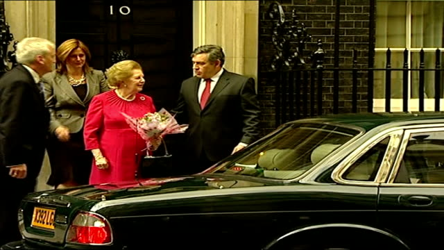 baroness thatcher returns to downing street for meeting with gordon brown england london downing street ext gordon brown mp and wife sarah brown... - ゴードン ブラウン点の映像素材/bロール