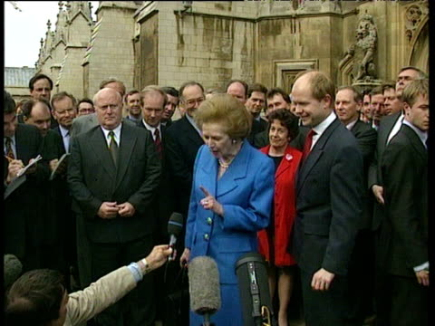 stockvideo's en b-roll-footage met baroness thatcher supports william hague during conservative party leadership contest westminster 18 jun 97 - william hague