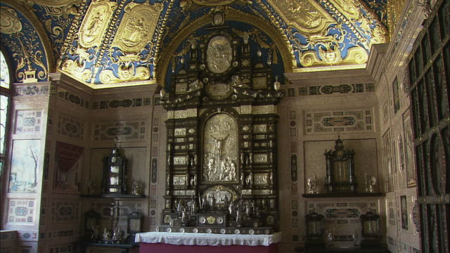 zi ms baroque altar in private chapel of munich residence (royal palace of the bavarian monarchs), munich, bavaria, germany - resurrection religion stock videos & royalty-free footage