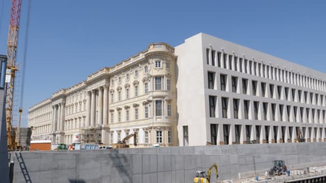 baroque and modernist facades of the humboldt forum on june 17 2019 in berlin germany the humboldt forum will occupy the rebuilt berliner schloss... - berliner stadtschloss stock-videos und b-roll-filmmaterial