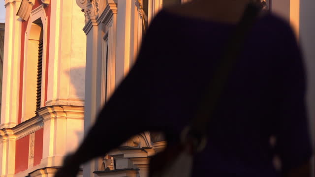 cu of baroque collegiate church in the evening sun - baroque点の映像素材/bロール