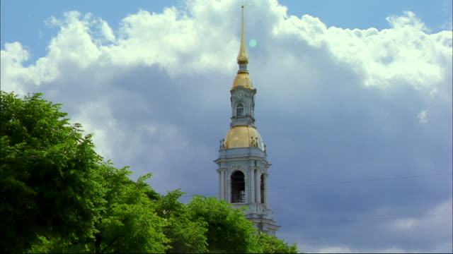 a baroque spire houses a clock tower. - baroque点の映像素材/bロール