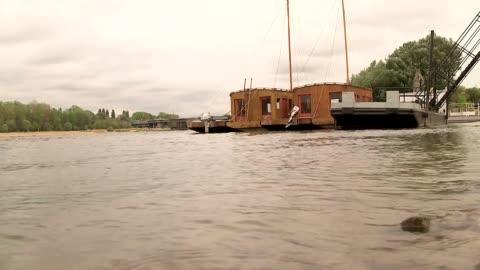 vídeos y material grabado en eventos de stock de barques on vistula river - barcaza embarcación industrial