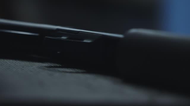 stockvideo's en b-roll-footage met barrel of gun, close up - jachtgeweer