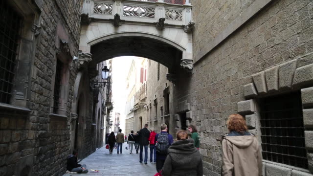 barri gotic, decorated pedestrian bridge connecting the generalitat to the medieval canons houses, barcelona - gothic quarter barcelona stock videos and b-roll footage