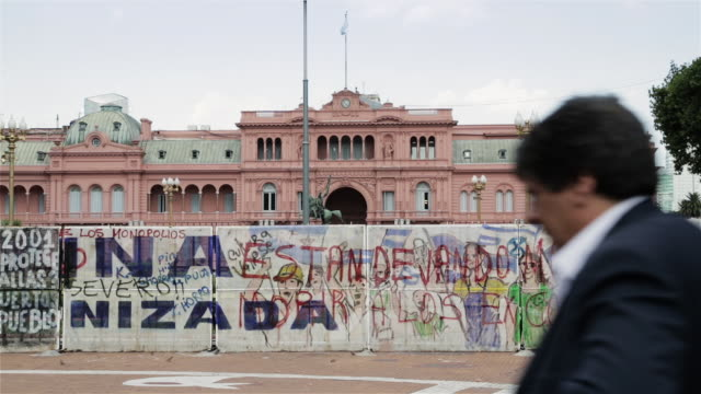 MS Barriers outside Casa Rosada to control protesters / Buenos Aires, Argentina