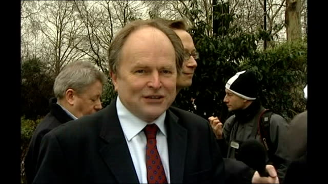 stockvideo's en b-roll-footage met barrister bruce hyman jailed for perverting the course of justice r20020702 clive anderson speaking angus deayton speaking - clive anderson