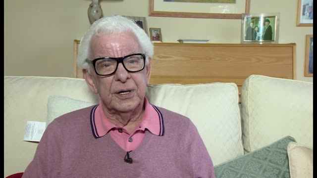 barry cryer praising the late ronnie corbett's reactions to comedy partner ronnie barker - barry cryer stock videos & royalty-free footage