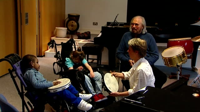 barry gibb to receive lifetime achievement award from nordoff robbins england ext gvs barry gibb watching nordoff robbins music therapy session for... - music therapy stock videos & royalty-free footage