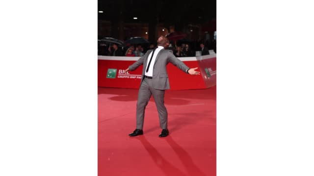 vídeos de stock, filmes e b-roll de gif barry jenkins walks the red carpet ahead of the 'sapore di mare' and 'if beale street could talk' screening during the 13th rome film fest gif... - if beale street could talk