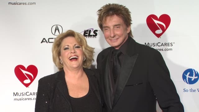 barry manilow at the 2011 musicares person of the year honoring barbara streisand at los angeles ca. - バリー・マニロウ点の映像素材/bロール