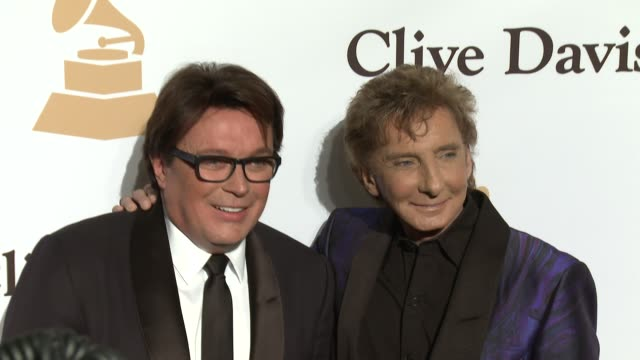 stockvideo's en b-roll-footage met barry manilow at the 2016 pregrammy gala and salute to industry icons honoring irving azoff at the beverly hilton hotel on february 14 2016 in... - irving azoff
