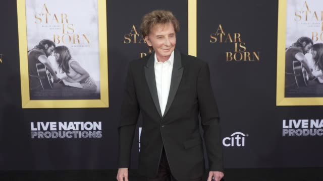 """barry manilow at the """"a star is born"""" los angeles premiere at the shrine auditorium on september 24, 2018 in los angeles, california. - バリー・マニロウ点の映像素材/bロール"""