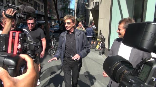barry manilow at the nbc studios in new york, ny, on 09/12/12 - バリー・マニロウ点の映像素材/bロール