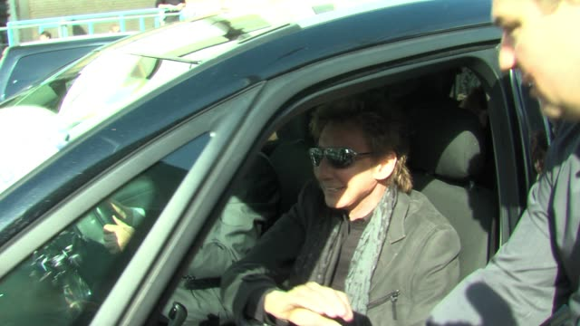 barry manilow leaves itv studios after promoting his current tour. sighted: barry manilow at itv south bank on march 14, 2011 in london, england - barry manilow stock videos & royalty-free footage