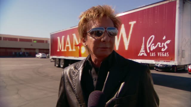 barry manilow on the music project to celebrate half million dollar donation at the barry manilow and manilow music project to celebrate half million... - バリー・マニロウ点の映像素材/bロール