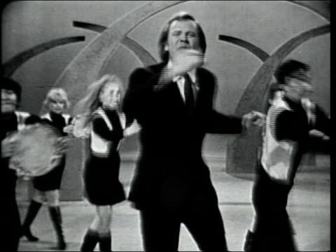vídeos de stock, filmes e b-roll de barry mcguire performs he's got the whole world in his hands with the hullabaloo dancers - espetáculos de variedade