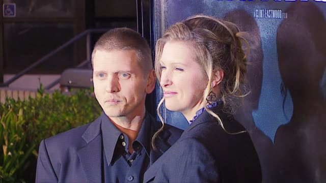 barry pepper and wife at the 'flags of our fathers' los angeles premiere at academy of motion picture arts & sciences in los angeles, california on... - academy of motion picture arts and sciences video stock e b–roll