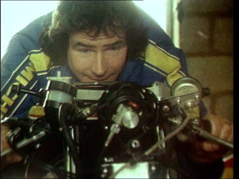 barry sheene dies lib silverstone sheene resting chin on motorbike zoom in - chin stock videos and b-roll footage