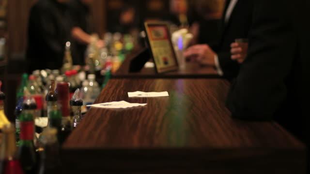 バーテンダー、バーカウンター、アルコール、ドリンク、パーティー