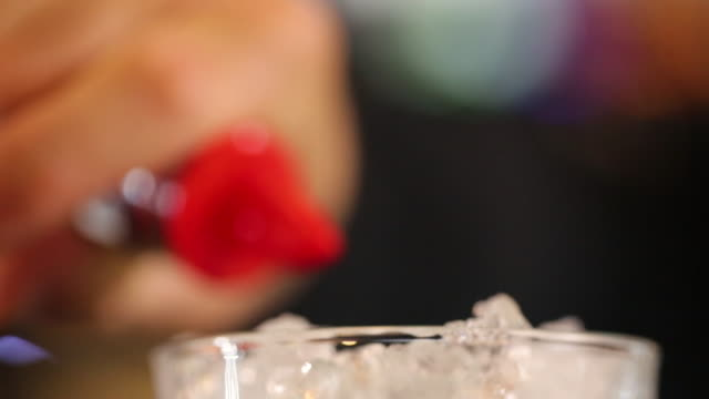 bartender pouring alcohol in drinking glass for cocktail on bar counter in night club - aperitivo video stock e b–roll