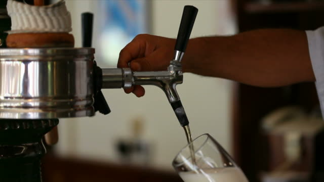 bartender pouring beer close-up - frische stock videos & royalty-free footage