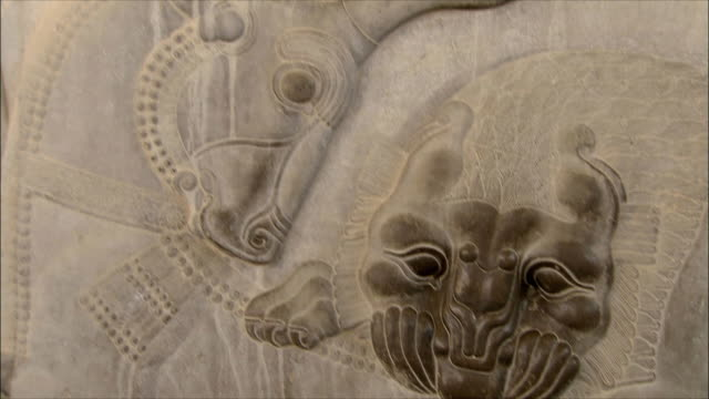 cu tu td bas relief depicting fighting animals, persepolis, iran - bas relief stock videos & royalty-free footage