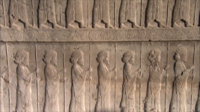 ms tu td bas relief depicting soldiers with spears, persepolis, iran - bas relief stock videos & royalty-free footage