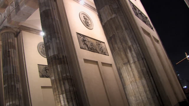 cu, la, zo, canted, bas relief on brandenburg gate illuminated at night, berlin, germany - bas relief stock videos & royalty-free footage
