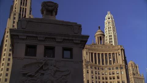 cu, bas relief on michigan avenue bridge, wrigley building, chicago, illinois, usa - ミシガン橋点の映像素材/bロール