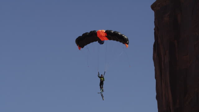 base jumper with parachute, slow motion - base jumper stock videos & royalty-free footage