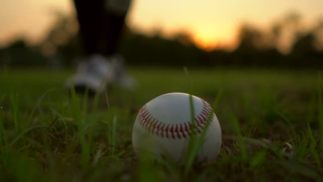 stockvideo's en b-roll-footage met honkbal spel van grass - honkbal teamsport