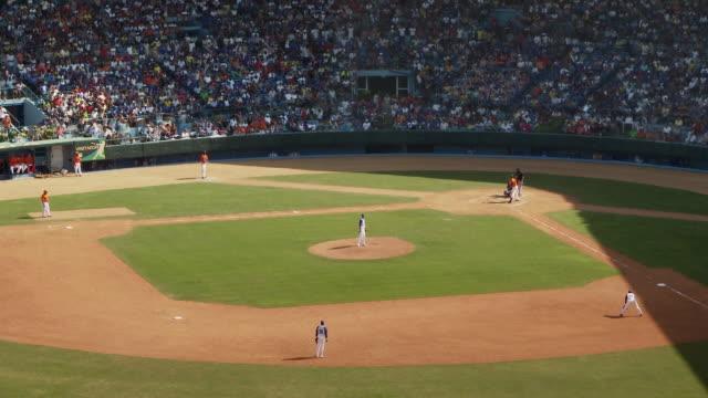 t/l ws ha baseball game / havana, cuba - baseballmannschaft stock-videos und b-roll-filmmaterial