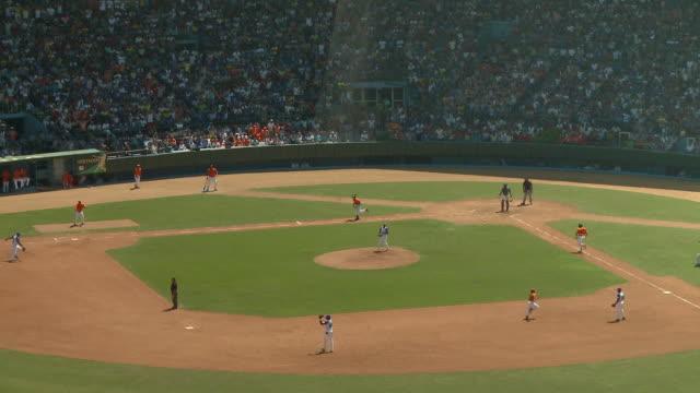 vídeos y material grabado en eventos de stock de ws ha baseball game / havana, cuba - béisbol