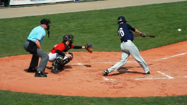 baseball infield scene - einen baseball schlagen stock-videos und b-roll-filmmaterial