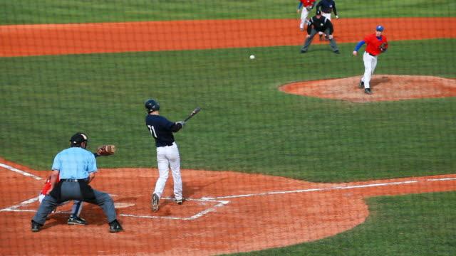 baseball junior match scene - einen baseball schlagen stock-videos und b-roll-filmmaterial
