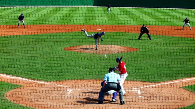 slo mo baseball match scene - baseballmannschaft stock-videos und b-roll-filmmaterial