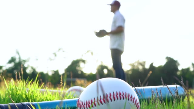 stockvideo's en b-roll-footage met honkbal werper gooien van een bal - honkbal teamsport