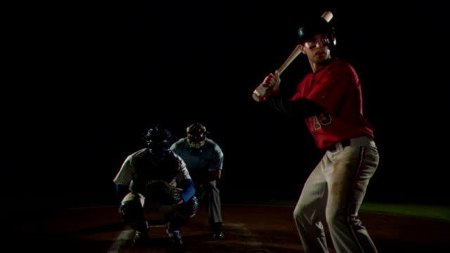 vídeos y material grabado en eventos de stock de a baseball player connects with a mighty swing. - bate de béisbol