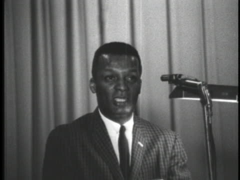 stockvideo's en b-roll-footage met baseball player curt flood addresses the audience of the 1962 mississippi state conference of the naacp - sport