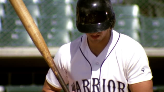 slo mo cu baseball player in batter box / lancaster, california, usa - 揺らす点の映像素材/bロール