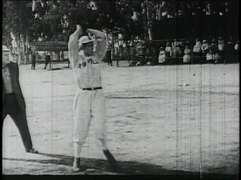 baseball player mcgraw pitches / united states - 1913 stock-videos und b-roll-filmmaterial