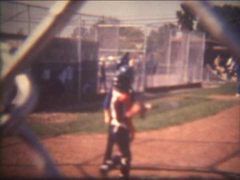 stockvideo's en b-roll-footage met baseball player on film - honkbal teamsport